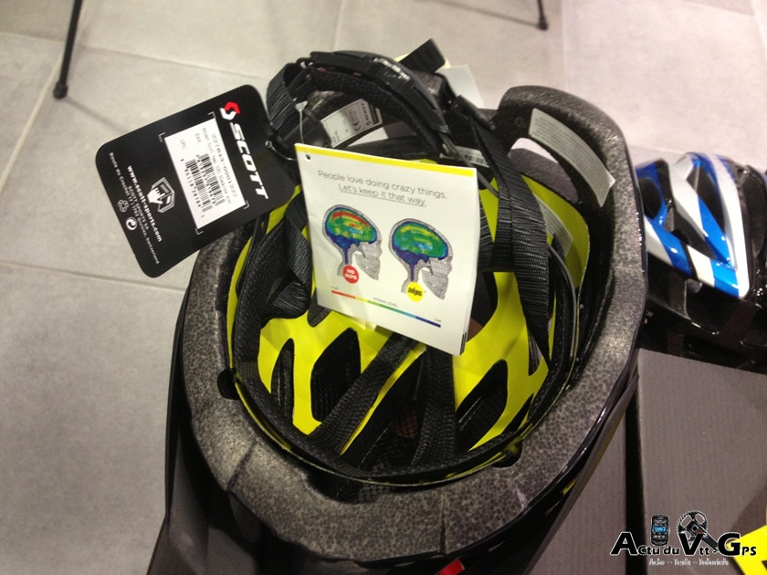 Un casque avec la technologie MIPS pour se protéger vu Scott