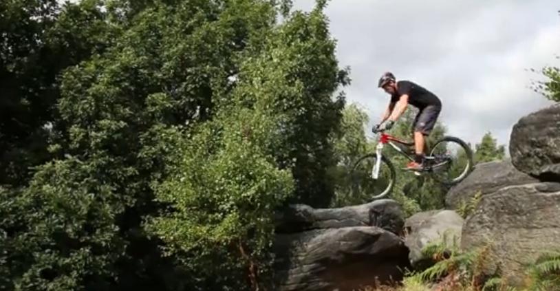 Chris AKRIGG en randonnée VTT Trail