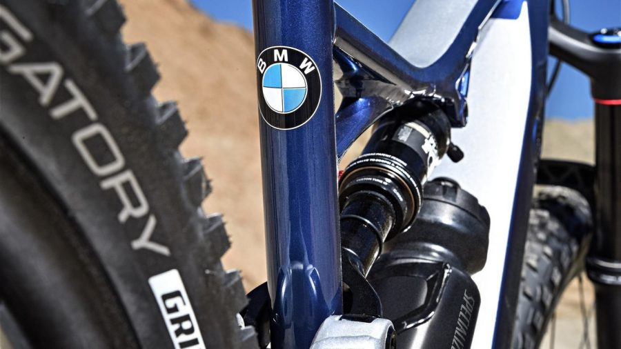 SPECIALIZED TURBO LEVO AU COULEUR DE BMW - Actu Du VTT-GPS