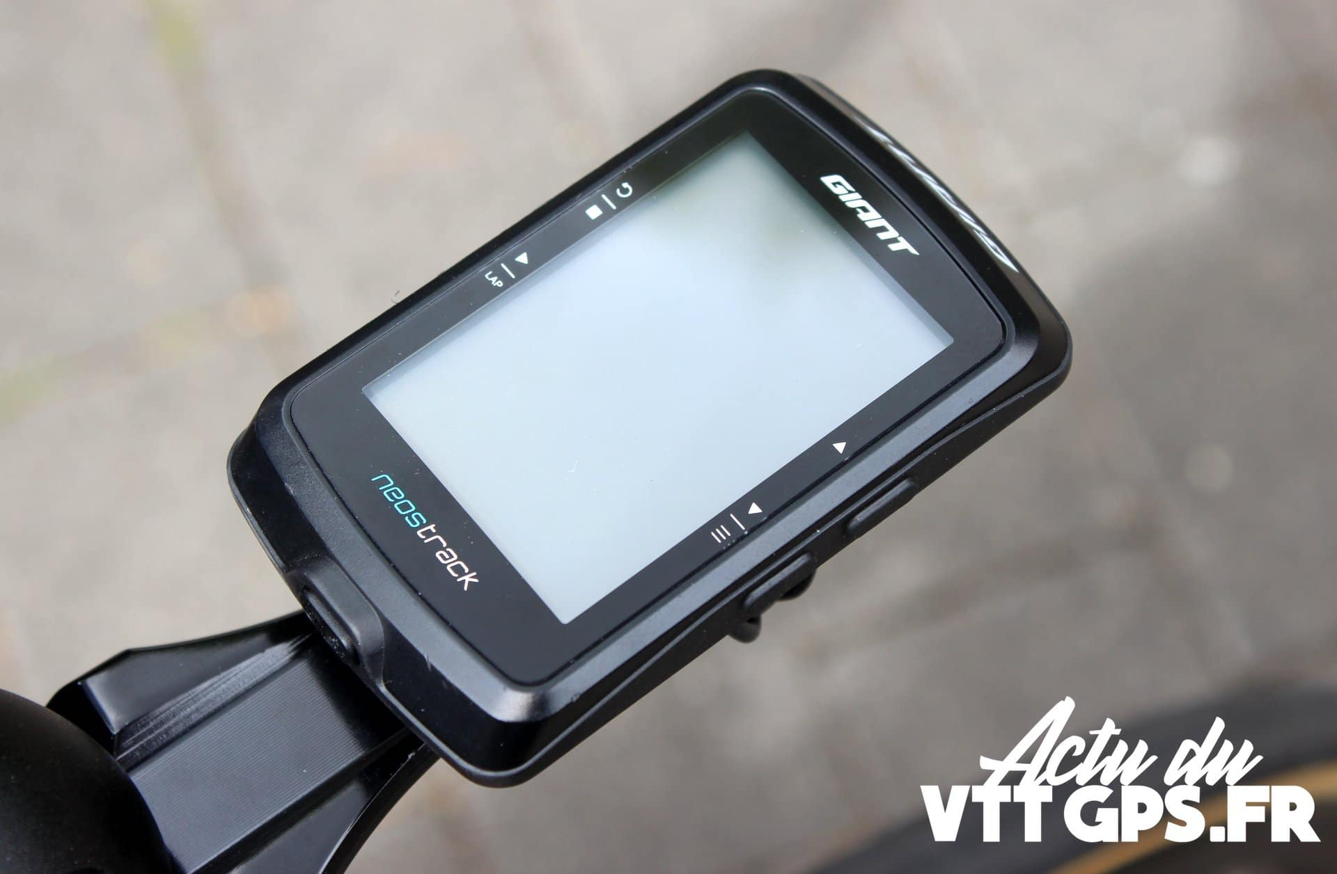 NOUVEAUTE – GIANT SE LANCE DANS LE GPS AVEC LE NEOSTRACK